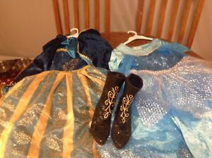 Frozen: Anna and Elsa costumes and boots