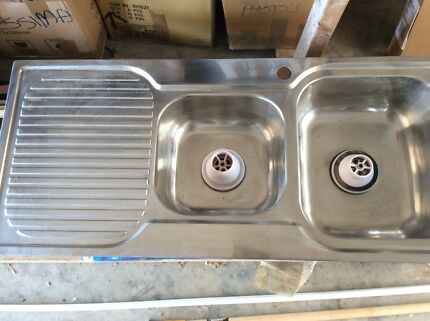 NEVER USED 480x1080 kitchen sink with waste baskets. $40.