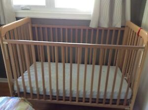 Baby crib with adjustable height bed & mattress
