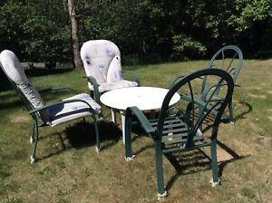 Like New Patio Table and Chairs