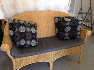 DOUBLE CANE LOUNGE plus 4 CUSHIONS Valentine Lake Macquarie Area Preview
