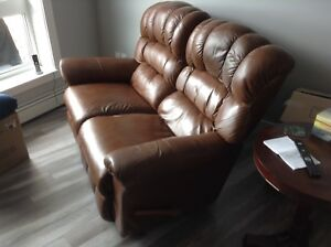 LAZY BOY LEATHER LOVE SEAT - PRICE REDUCED