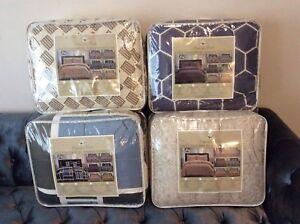 Queen/king size 3 pc comforter set available lots of prints