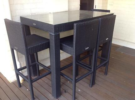 WICKER OUTDOOR BAR TABLE WITH GLASS TOP AND 6 BAR STOOLS AS NEW Lockleys West Torrens Area Preview