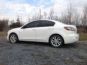 2010 Mazda3 GT -E Sedan. Every option, low kms. Safety & etest