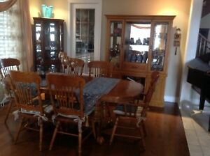 Dining table with 6 chairs and chest