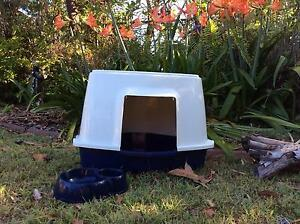 Corner Style Covered Cat Litter Tray plus Food/Water Bowl Loganholme Logan Area Preview