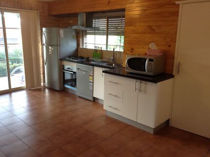 Self contained one bed room granny flat / Batchelor Retreat