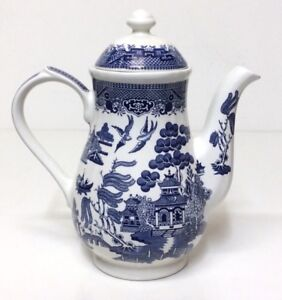 Blue Willow coffee pot by Churchill England Excellent Condition