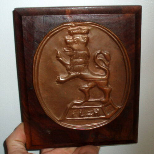 RARE COAT OF ARMS FAMILY CREST ANTIQUE ENGLAND COPPER & WOOD WALL PLAQUE / LION