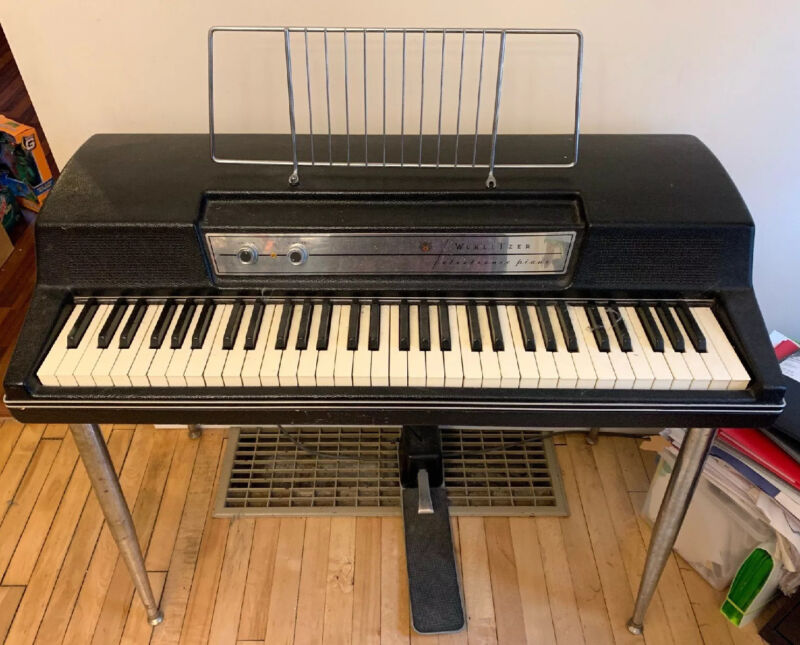 Wurlitzer 200 Electric Piano Keyboard with Power Legs and foot Pedal And Extras