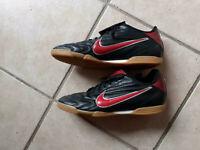 Nike Hallenschuhe Fußballschuhe Premier 2 IC Gr 43/44 Schwarz-Rot Nordrhein-Westfalen - Bornheim Vorschau