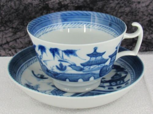 Mottahedeh Vista Alegre Chinese Export Canton Porcelain Breakfast Cup & Saucer