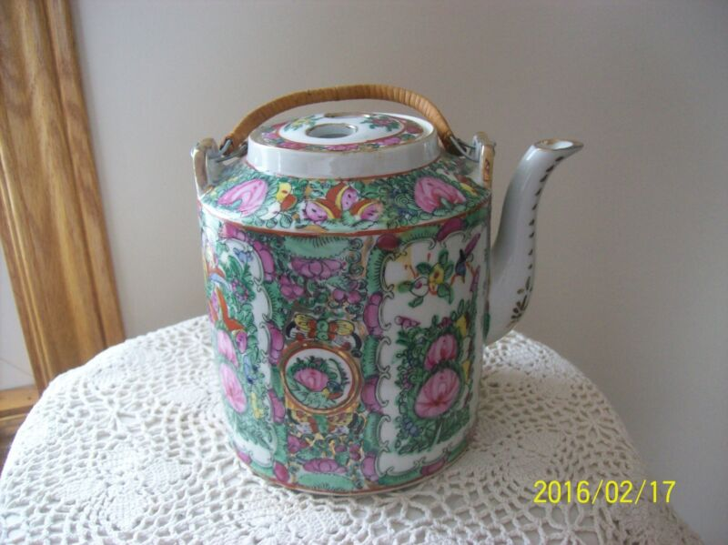 Chinese Porcelain Teapot Qianlong period and mark Famille Rose medallion