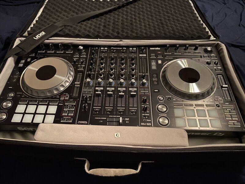 PIONEER DJ DDJ-SZ2 (Black) controller and UDG soft case