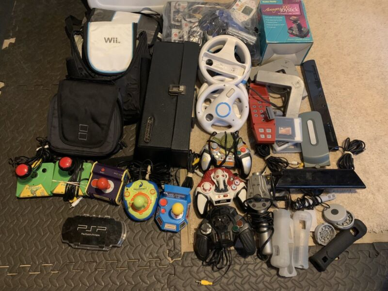 Video Game Remotes And accessories lot A Lot Look At Pics