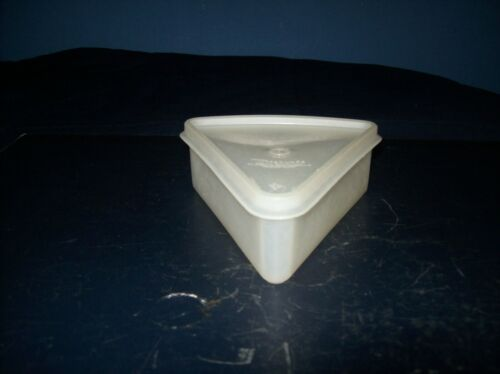 VINTAGE TUPPERWARE CLEAR TRIANGLE PIE SLICE HOLDER WITH LID GOOD CONDITION