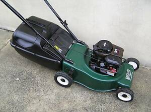 VICTA BRIGGS AND STRATTON 4 STROKE LAWNMOWER LAWN MOWER Yanchep Wanneroo Area Preview