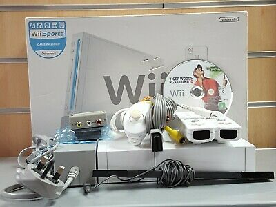 (SO4) Nintendo Wii, 2 controllers, 1 nunchuck , Boxed with Leads & PGA 2010