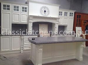 Provincial-style-Kitchen-Traditional-design-classic-farmhouse-kitchen
