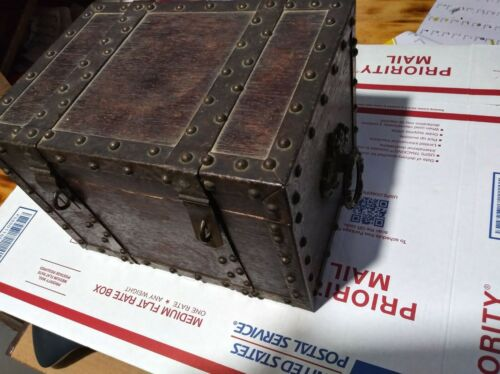 18th century pirates captains chest (small) Very Rare 1700