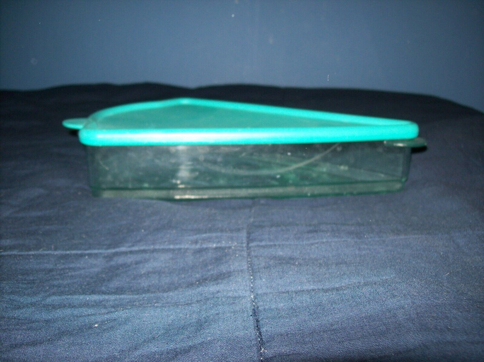 TUPPERWARE KEEP N HEAT PIZZA HOLDER WITH LID MICROWAVE GOOD CONDITION - $13.99