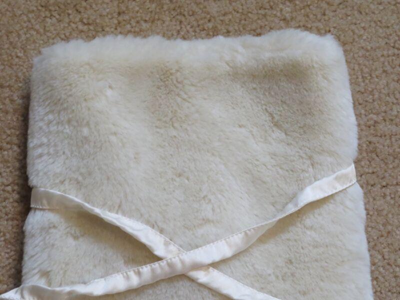 d007ad878d Pottery Barn Christmas White Faux Fur Wine Bottle Holder Gift Bag + Wine  Charm