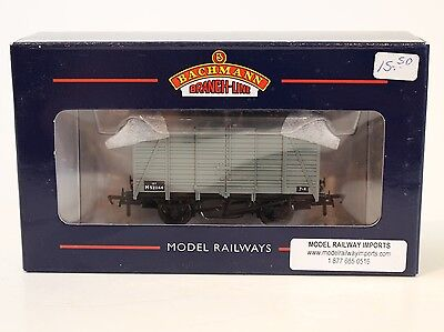 Bachmann OO Scale 38-081A 12 Ton BR Southern 2/2 Planked Vent Van #521144