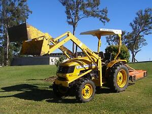 4X4   TRACTOR Ocean View Pine Rivers Area Preview