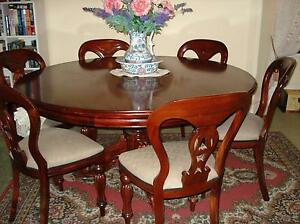 antique dining table and chairs Geelong Geelong City Preview