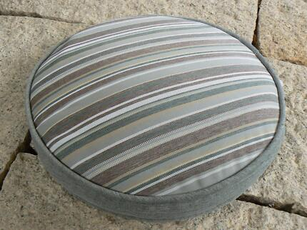CLARKS OUTDOOR ROUND CHAIR PADS CUSHIONS X 4