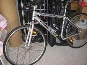 Road Bike Gekko with portable car bike rack and helmet Samson Fremantle Area Preview