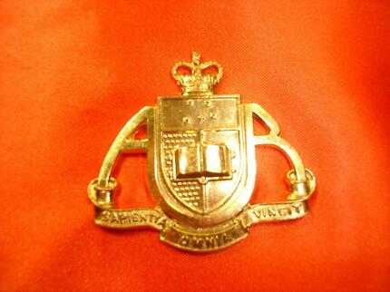 MILITARIA – 1953-60 ADELAIDE UNIVERSITY REGIMENT HAT BADGE Forest Lake Brisbane South West Preview