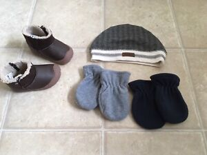 Baby hat, mittens and boots