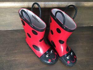 Carter's size 9 rain boots