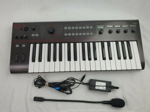 Korg R3 Keyboard Synthesizer with mic and power cord