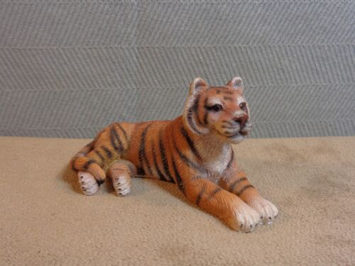 """TIGER 1.5"""" X 3"""" LYING DOWN FIGURE BY THE LIVING STONE INC (MA308)"""