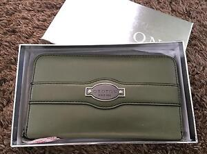 Oroton Large Multipocket $55 (nego) Macgregor Belconnen Area Preview