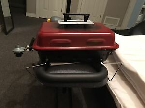 Small Camping BBQ/Grill w Coleman Propane
