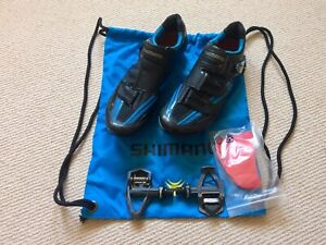 Road Bike Shoes Shimano R320 Size EU44 with pedals