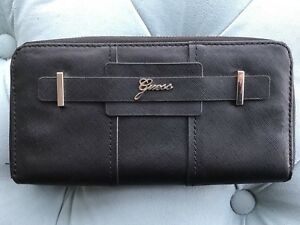 Guess Clutch - Excellent condition