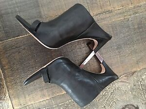 Talon noir -Soulier BCBG \ Black Heel BCBG size 10