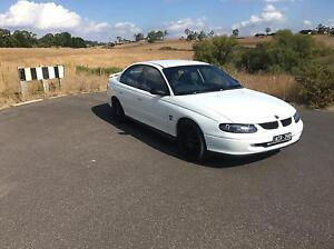 Vt commodore MANUAL, make a realistic offer Kyneton Macedon Ranges Preview