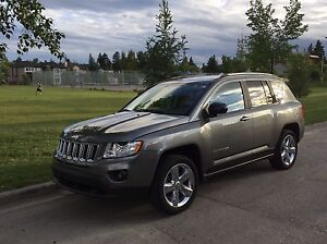 2012 Jeep Compass Limited, leather, sunroof, nav - 35000km