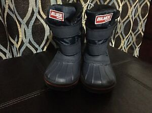 Kids snow boot (brand new with tags)