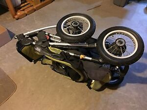 Quinny Freestyle 4XL Stroller and Car Seat