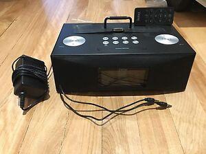 Radio réveil iHome avec AUX et 30-pin