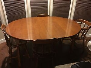 Round buy or sell dining table sets in edmonton for Dining room tables kijiji edmonton