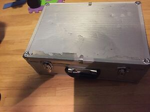 Metal carrying case with foam lining and lock with keys Edmonton Edmonton Area image 6