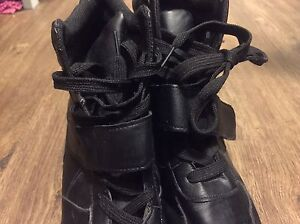 Trainer Black Boots